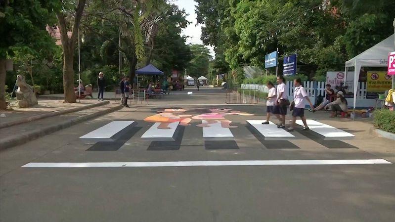 Jak zlepšit bezpečnost na přechodech? Thajsko zkouší levitující zebry