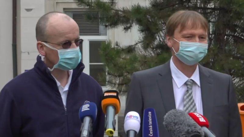 Taxikář, který dostal experimentální lék, se uzdravuje, oznámil jeho lékař
