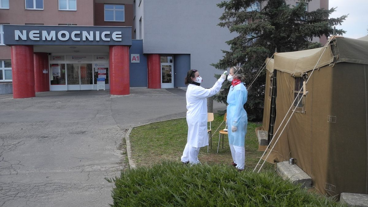 Primář Uherskohradišťské nemocnice má koronavirus, zavřeli celé oddělení