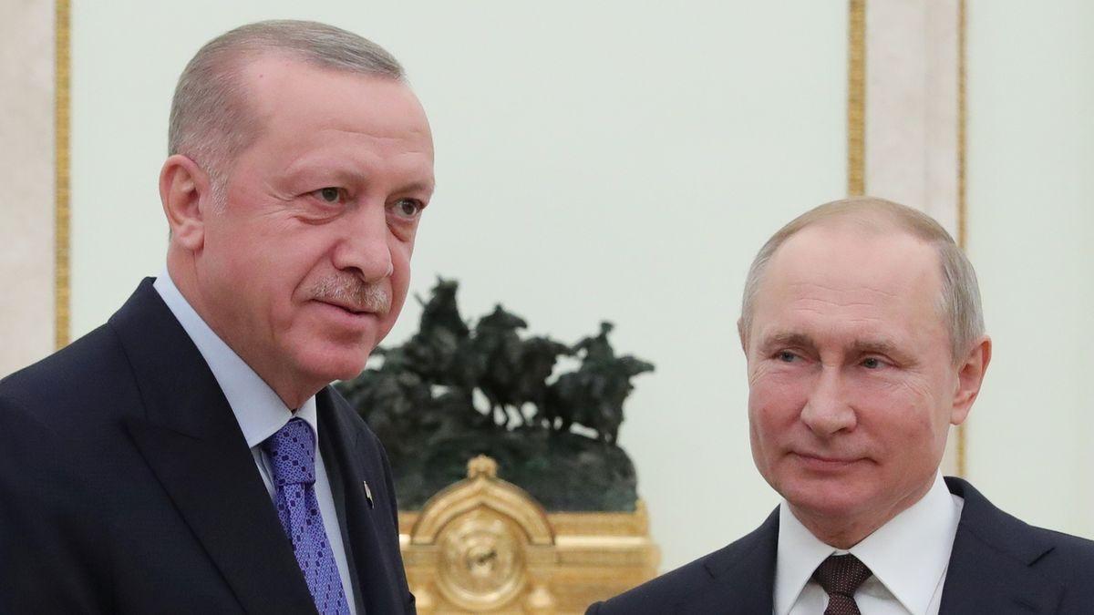 Turecký prezident Recep Tayyip Erdogan se svým ruským protějškem Vladimirem Putinem (vpravo)