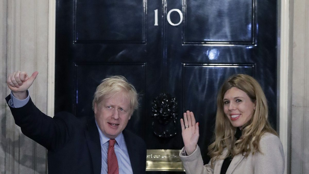 Britský premiér Johnson se tajně oženil. První fotka je na světě