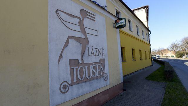 Nemocní senioři v Lázních Toušeni místní zaskočili