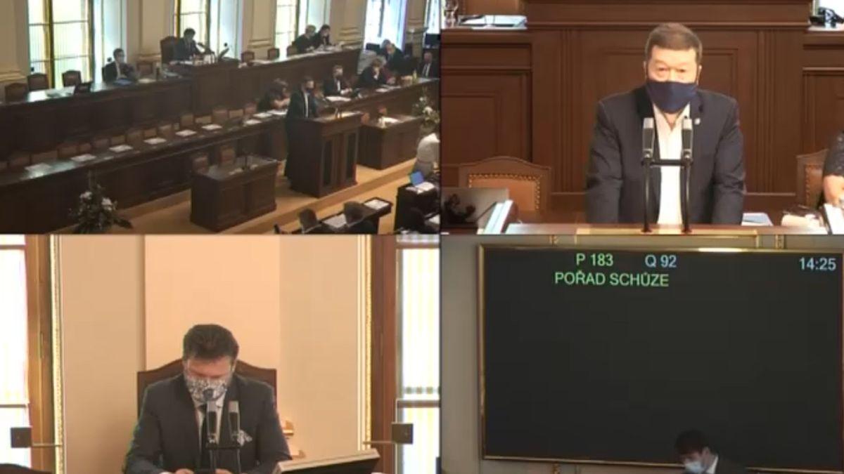 Poslanci debatovali o ošetřovném i veřejných zakázkách