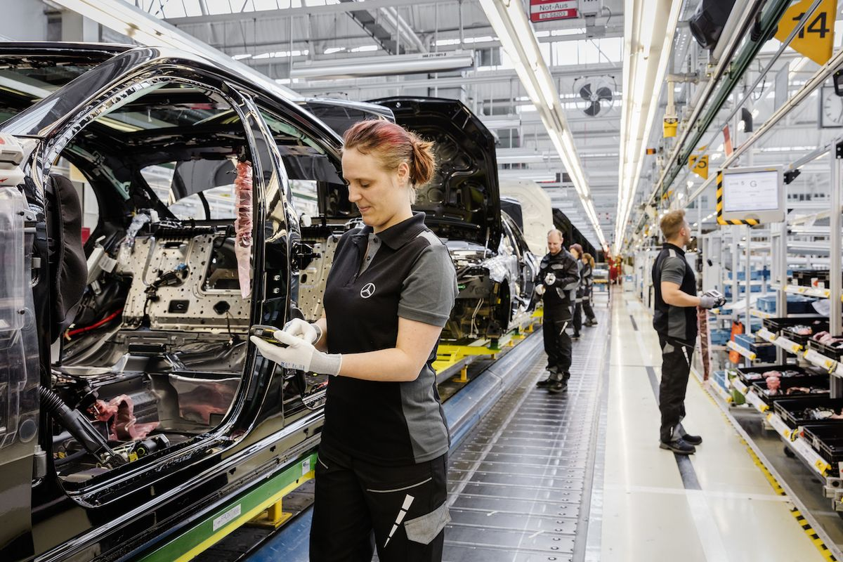 Výroba Mercedesů (Ilustrační foto)