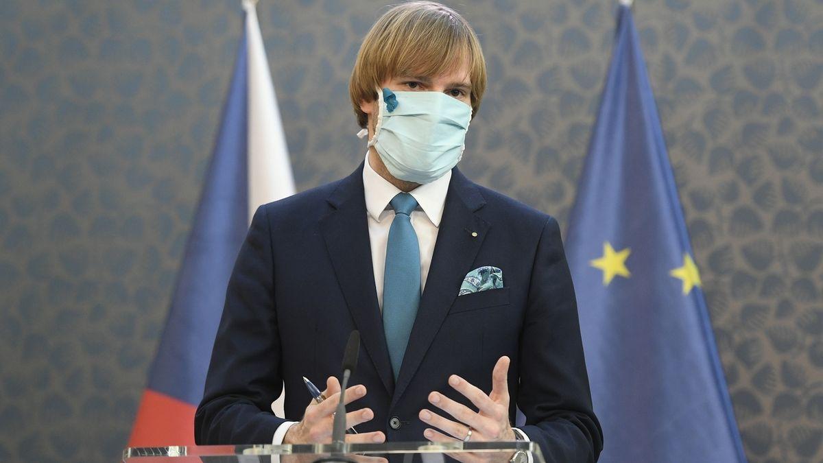 Hrozí nárůst moci ministra zdravotnictví a vyprázdnění krizového zákona, varují ústavní právníci