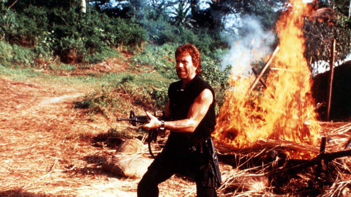 Chuck Norris slaví osmdesátku. Kdo mu to připomněl, zemřel na kop s otočkou