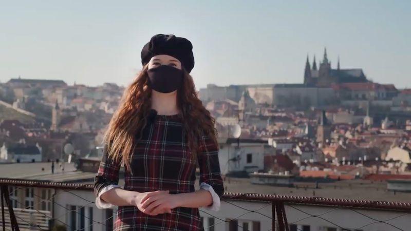 České video o účinnosti roušek vzdělává svět