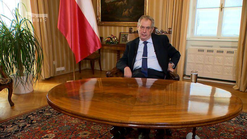 """Zeman udělí Prymulovi Řád Bílého lva. Za zásluhy ve """"válce"""" s koronavirem"""