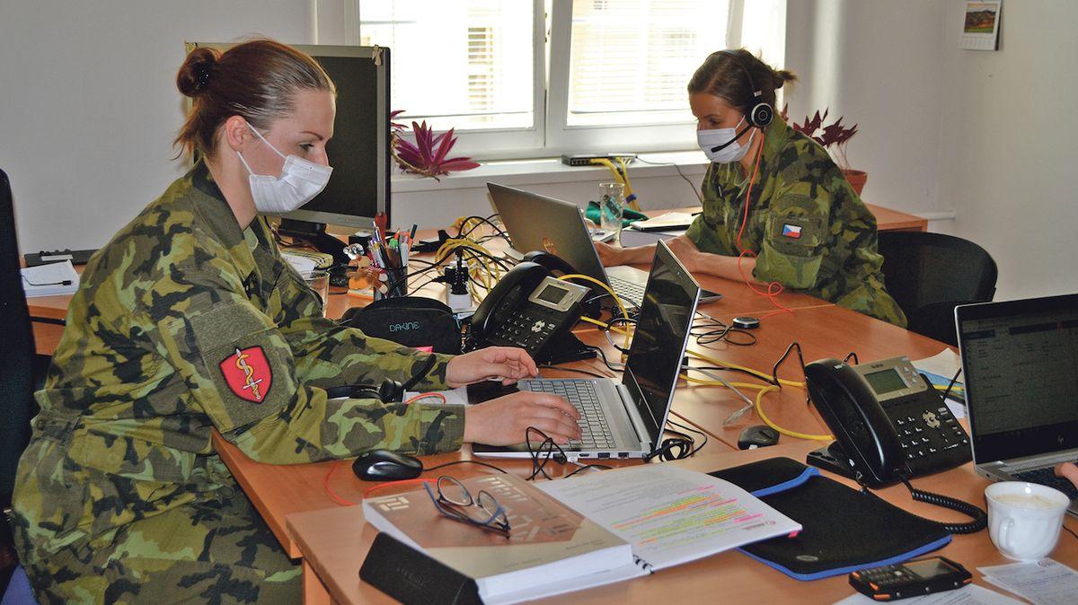 Vláda schválila covidové odměny pro hasiče, policisty a vojáky