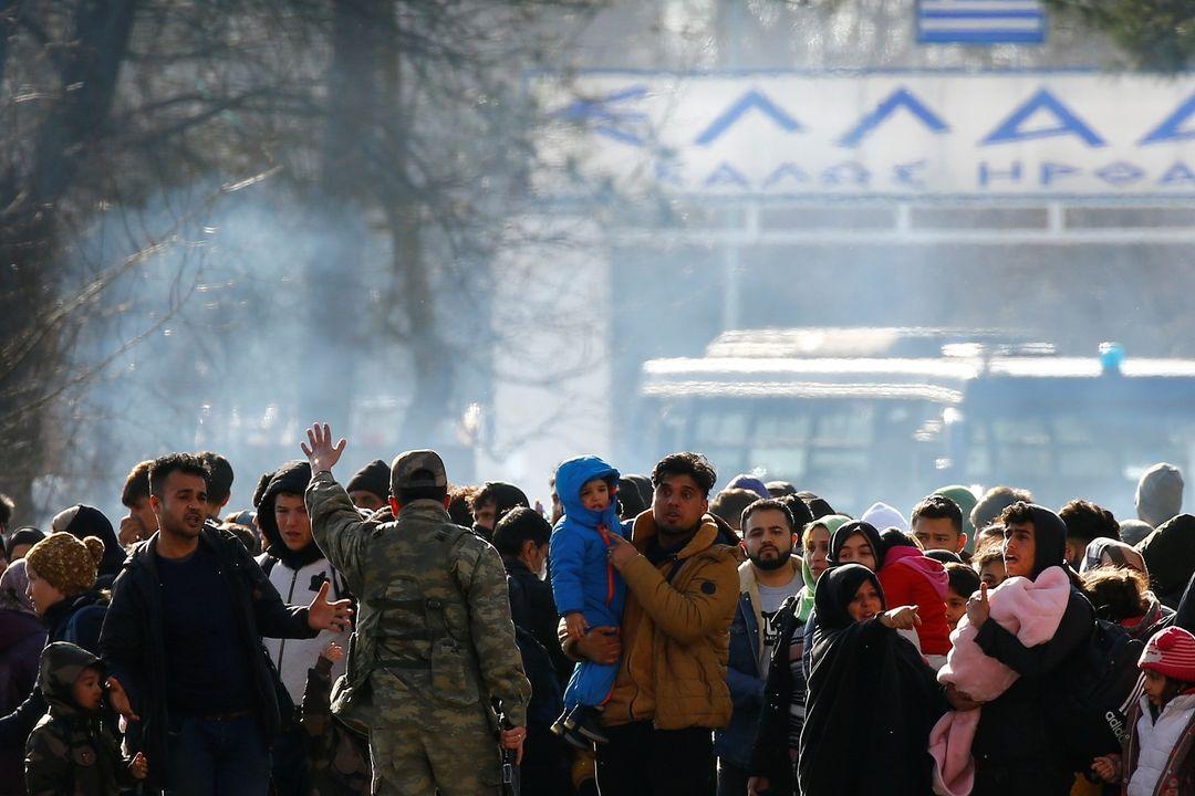 Migranti čekají u hranic Turecka s Řeckem.