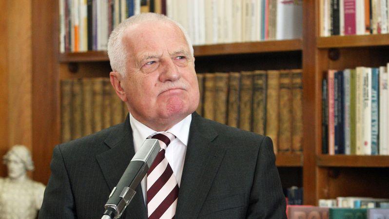 Článek o Klausovi a půjčce SSSR novináři upravili, na podstatě ale trvají