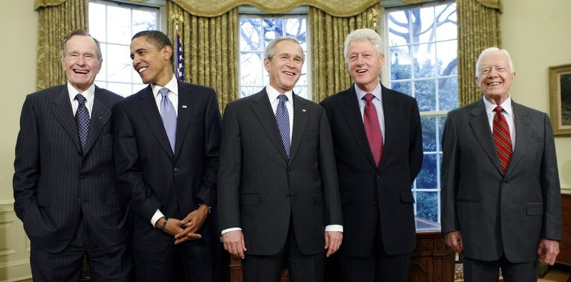 Prezidenti USA George H. W. Bush, Barack Obama, George W. Bush, Bill Clinton a Jimmy Carter (zleva doprava)