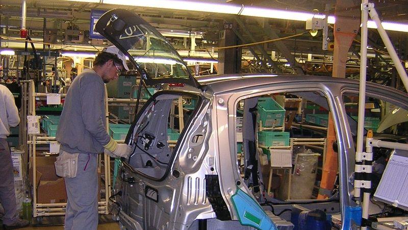 I přes výpadek v kolínské Toyotě výroba aut v Česku stoupla