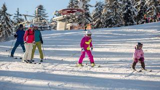 Sněhu ubývá, ale lyžuje se víc