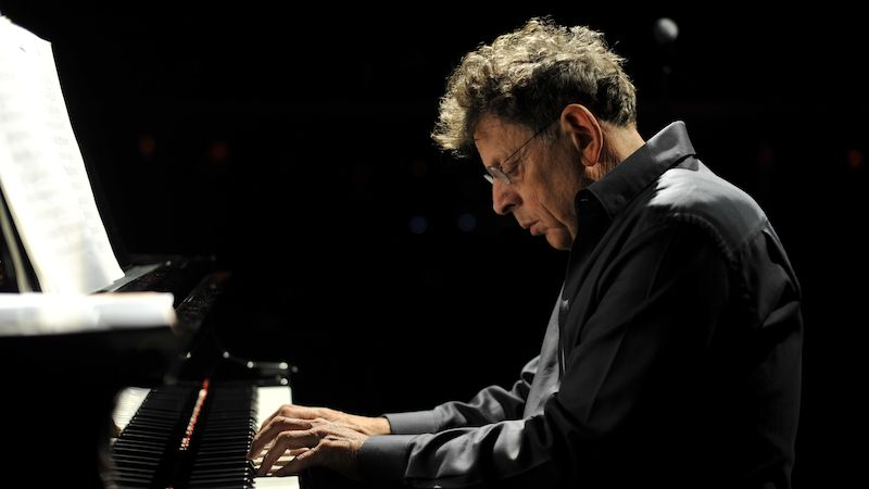 Philip Glass u klavíru