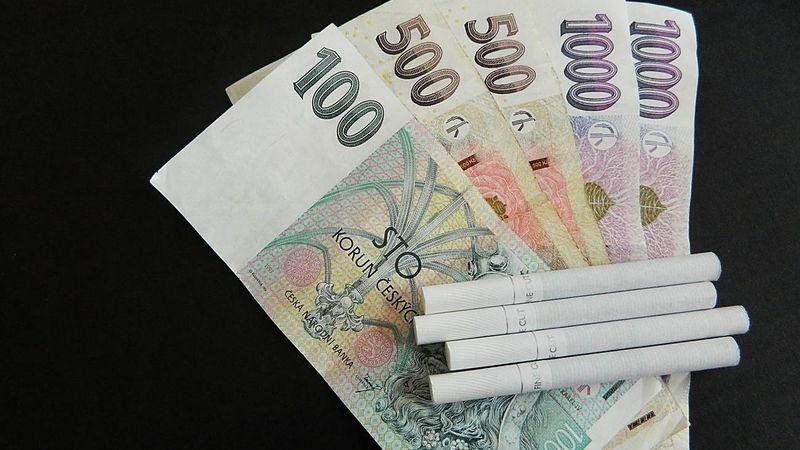 Kuřáci si za cigarety připlatí i šest korun