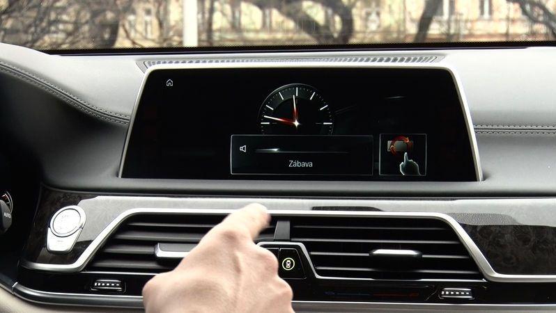 Některé moderní funkce aut řidiči vůbec nepoužívají