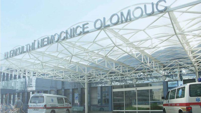 Olomoucké nemocnici došly testy. V regionu přitom zavírají celá města
