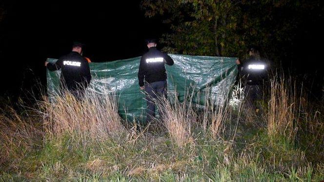 U rybníka na Benešovsku našli zavražděnou ženu. Policie hledá svědky