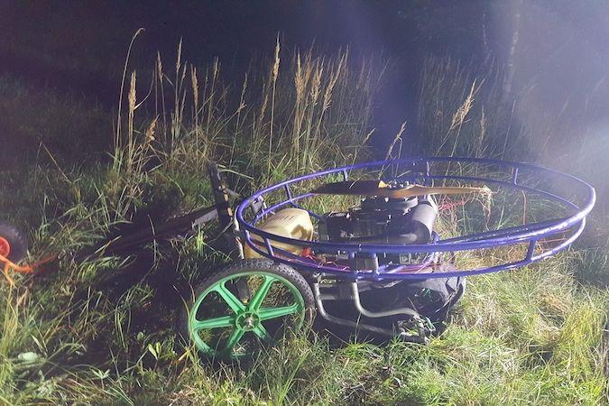 Muž havaroval s vozíkem na paragliding. V nemocnici následkům zranění podlehl.