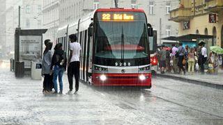 S hezkým počasím je konec. Česko zasáhnou silné bouřky a deště, varovali meteorologové