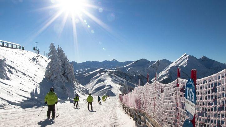 Do Rakouska na lyže jen s respirátorem a potvrzením