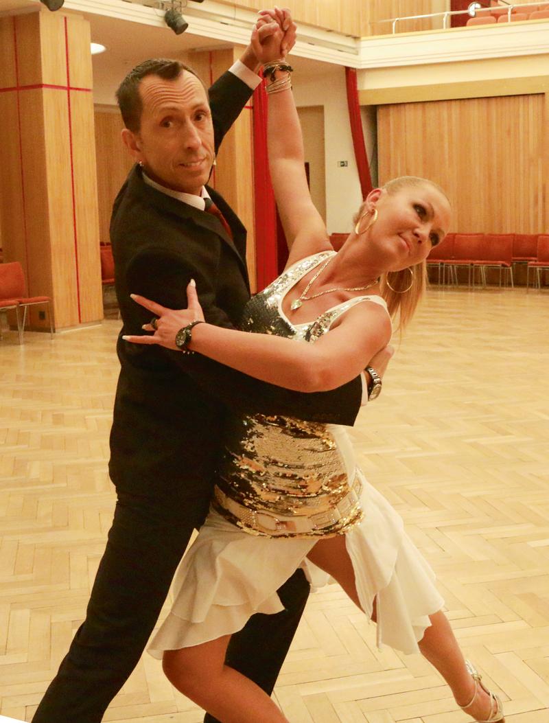 je maximální tanec s hvězdami, které chodí s někým chodit s někým s hfa