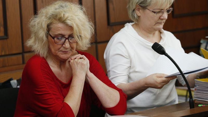 Zdravotní sestra nezákonně stíhaná pro vraždy vysoudila na státu další 1,5 milionu