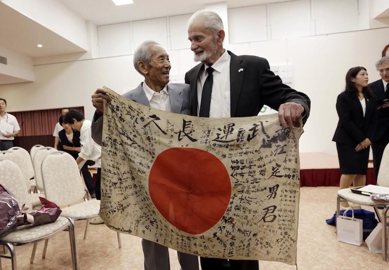Japonský mai kuroki je oblečená a skončí pobyt doma t.