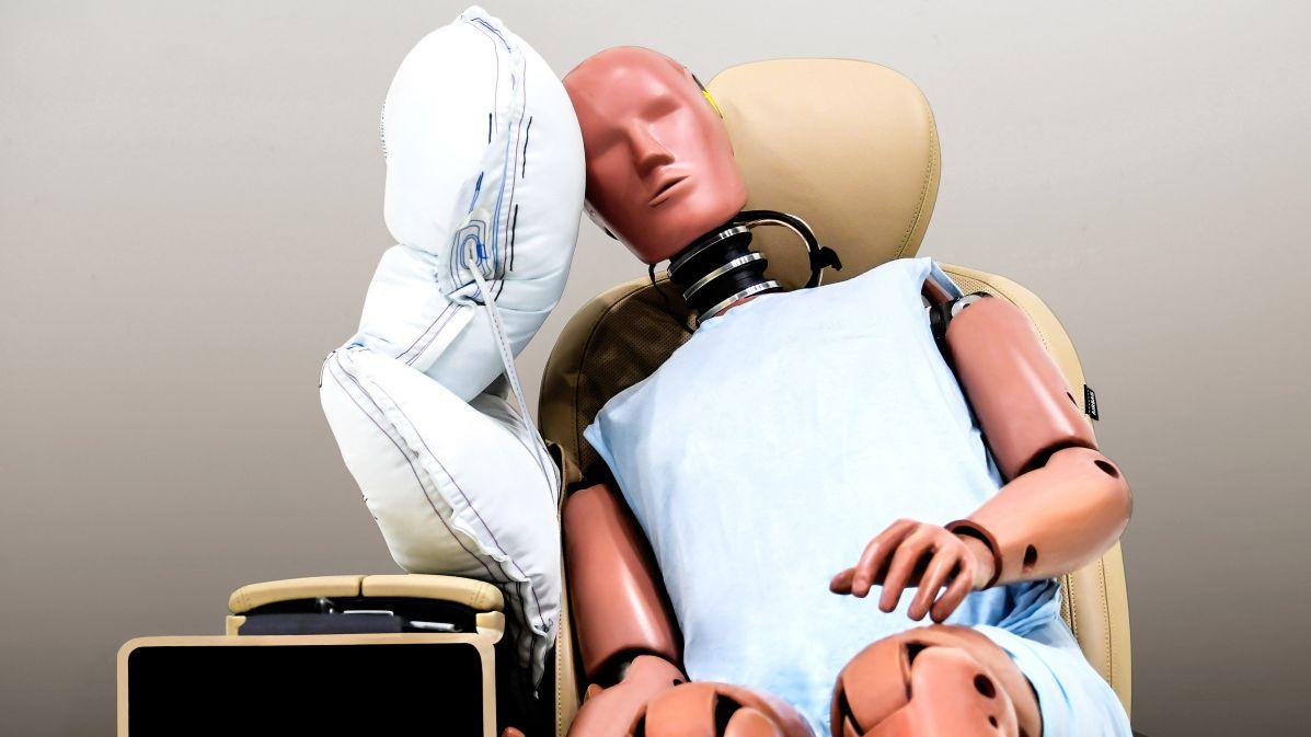 Obalená posádka. Kia vyvinula nový airbag mezi sedadla