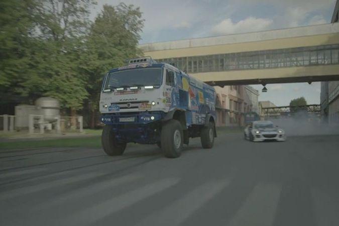 BEZ KOMENTÁŘE: Devítitunový Kamaz se utkal s Mazdou RX-8