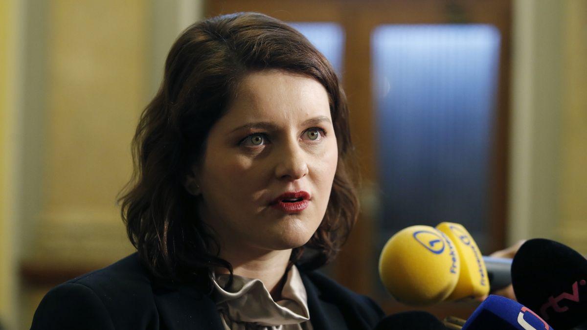 Maláčová chce příští rok zvýšit minimální mzdu o 1350 korun, odbory žádají víc