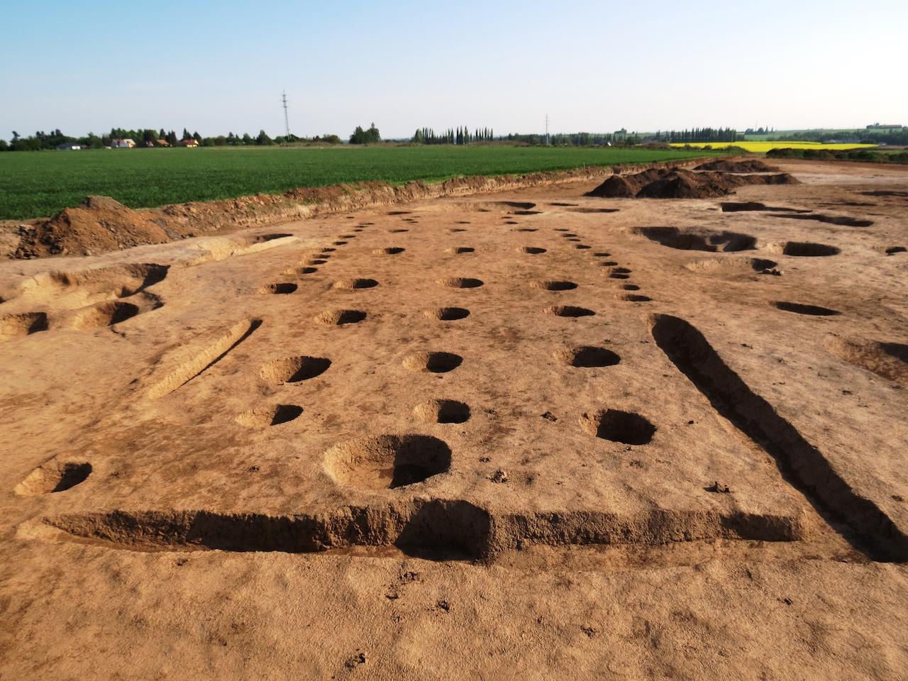 Z antiky je datováno mnoho nálezů, nicméně nejcennější je raně křesťanský kostel ze.