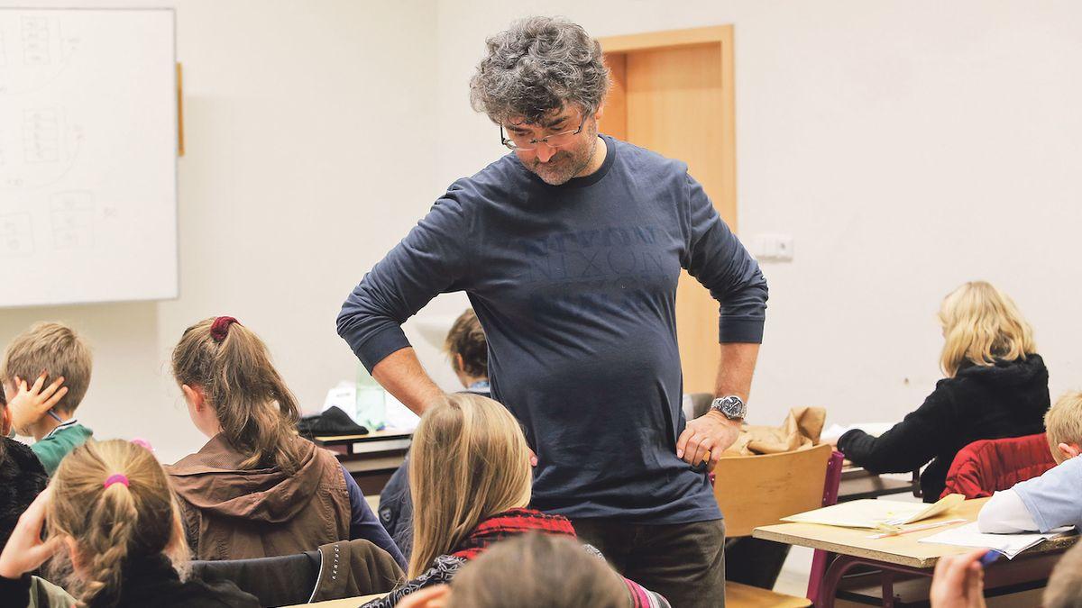 Prvňáků je méně, na vysokých školách přibývají cizinci