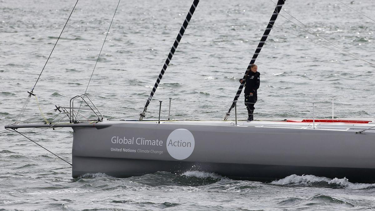Plavba na závodní jachtě zanechá za sebou více poškozené klima než zaoceánský let.