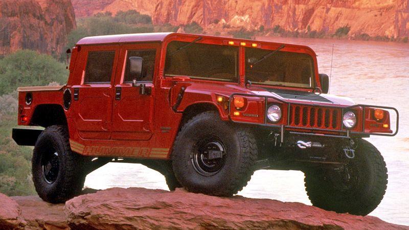 Vrátí se Hummer jako elektromobil? GM chce prémiová elektrická SUV