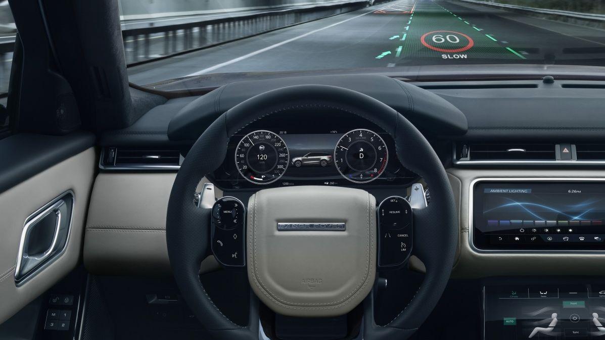 Zvýrazní ten správný pruh. Jaguar vyvíjí speciální 3D zobrazení navigace na čelní sklo
