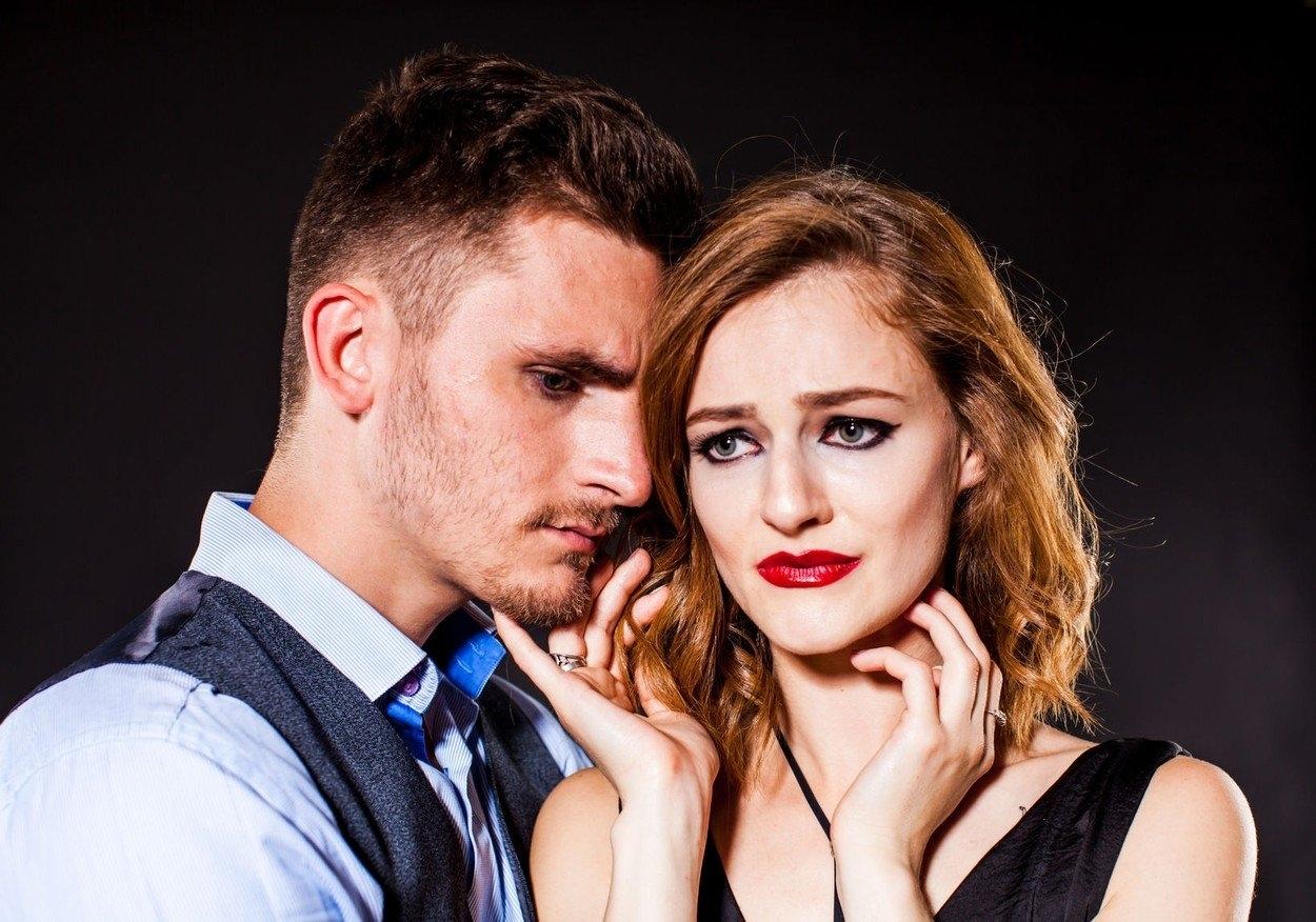 Randění žena s problémy s důvěrou