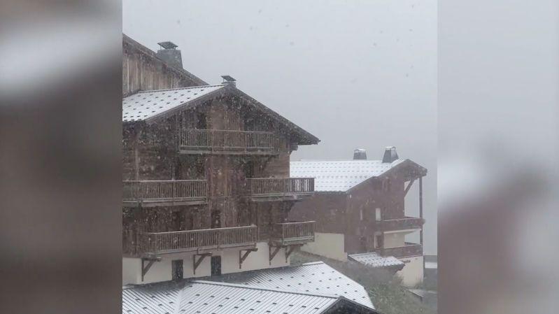 V rakouských Alpách napadl první sníh, překvapil českou turistku