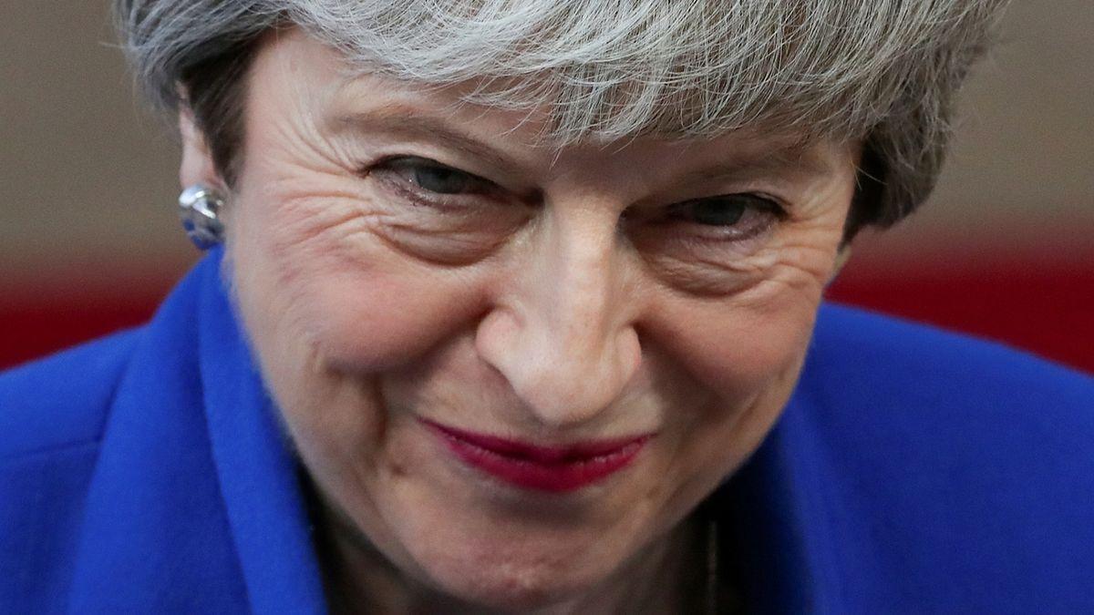 Bývalá britská premiérka Mayová nabízí placené projevy