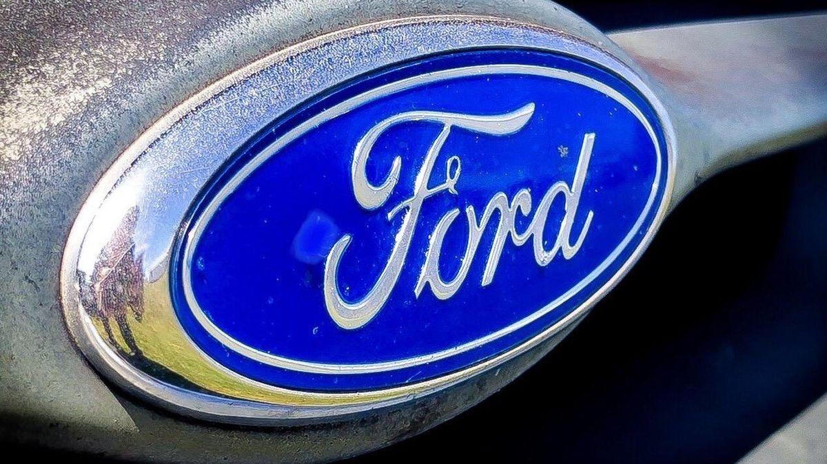 Policie zatkla zloděje aut Henryho Forda. Kradl také kola z fordu