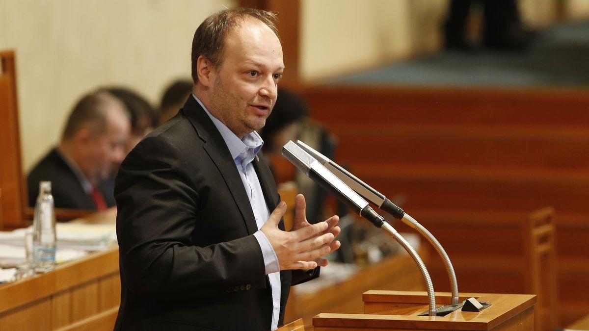 Hamáčkova slova o moskevské kamufláži jsou lživá, tvrdí senátor