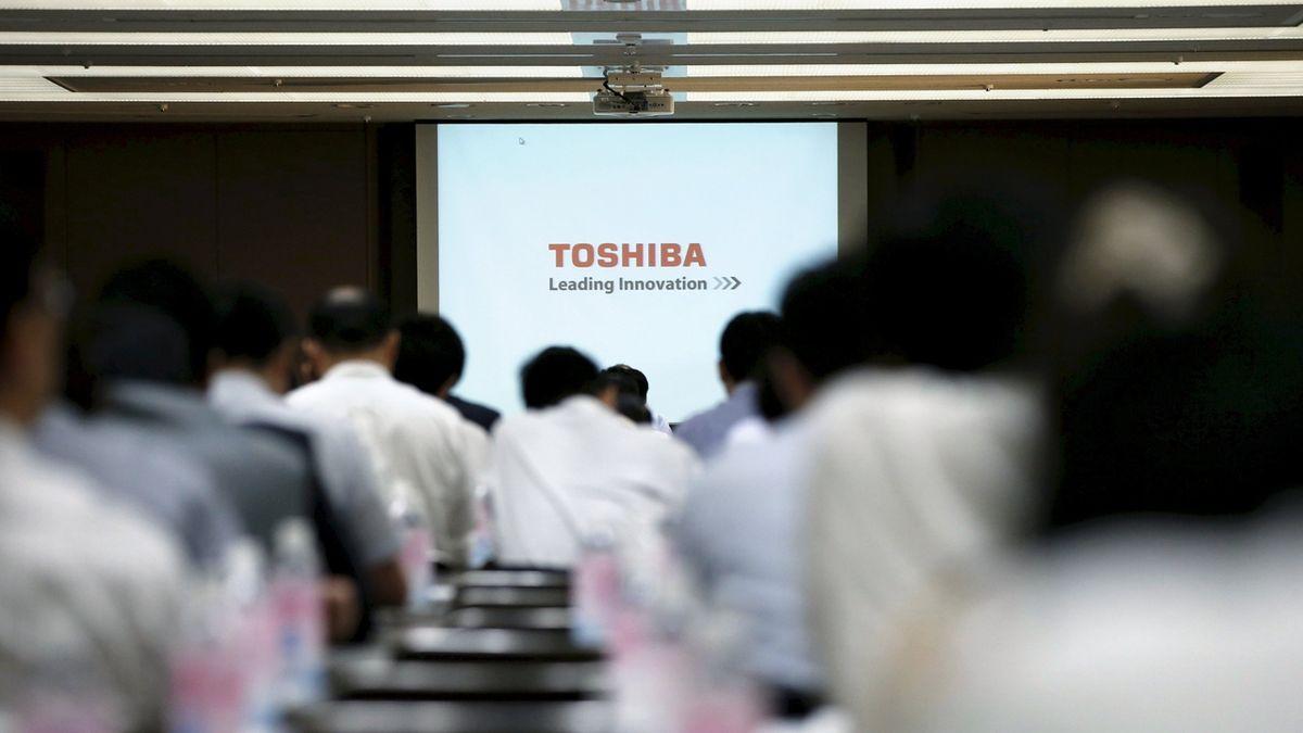 Britská CVC podala návrh na převzetí japonské Toshiby