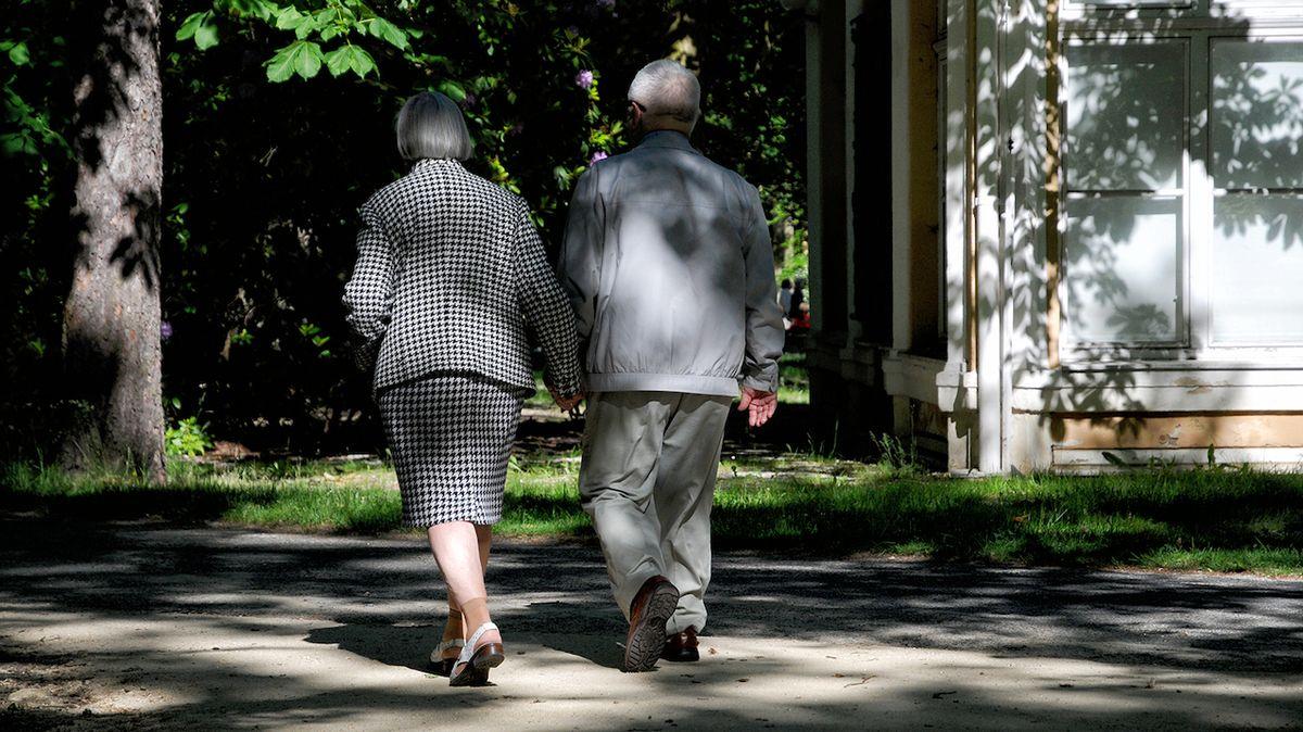 Nemají chuť žít a vzdávají to. Česko má vážný problém s izolovanými seniory