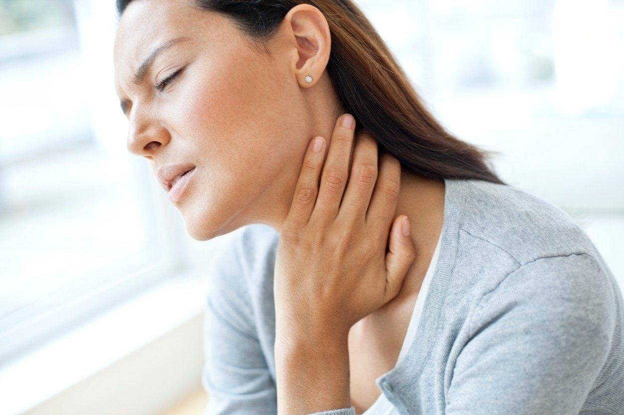 Otrava salmonelou obvykle obnáší průjem, zvracení a horečku a může být někdy – pro starší či chronicky nemocné lidi – i smrtelná.