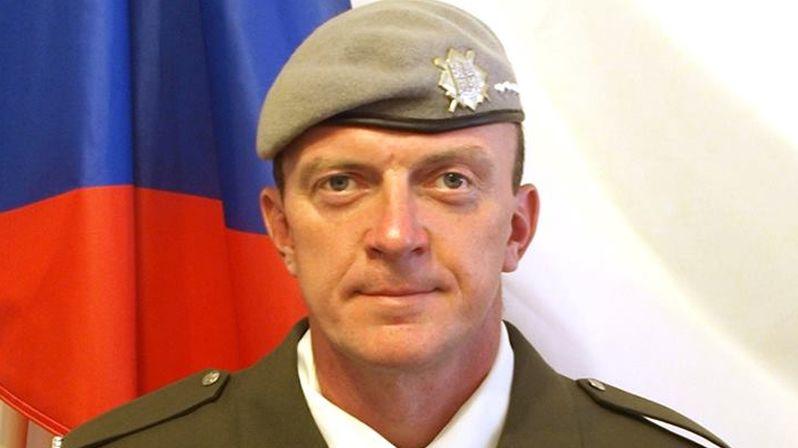 Policie obvinila čtyři vojáky z podílu na smrti Afghánce, který zastřelil českého psovoda
