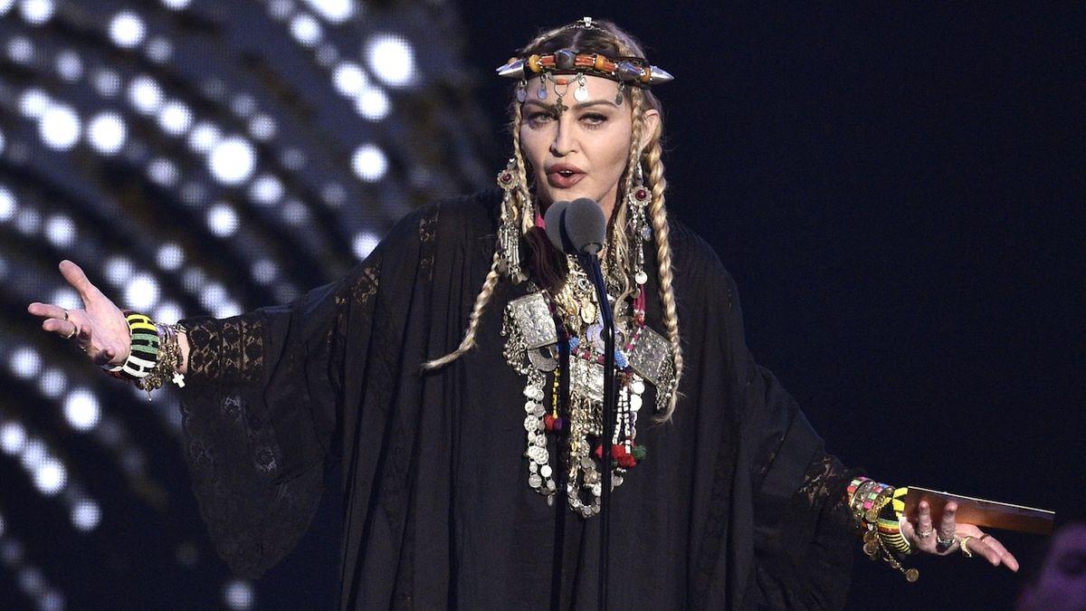 Madonna zrušila koncerty, trpí zdrcujícími bolestmi