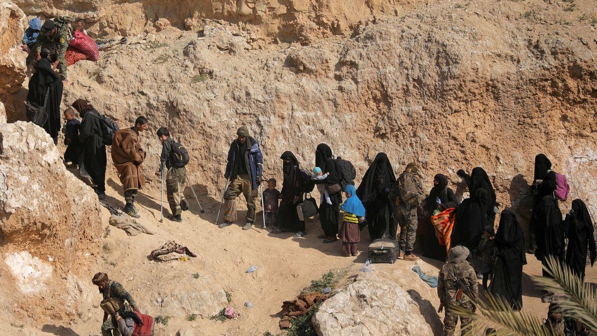 """USA přebírají od Kurdů lidi z IS, i """"Beatles"""""""
