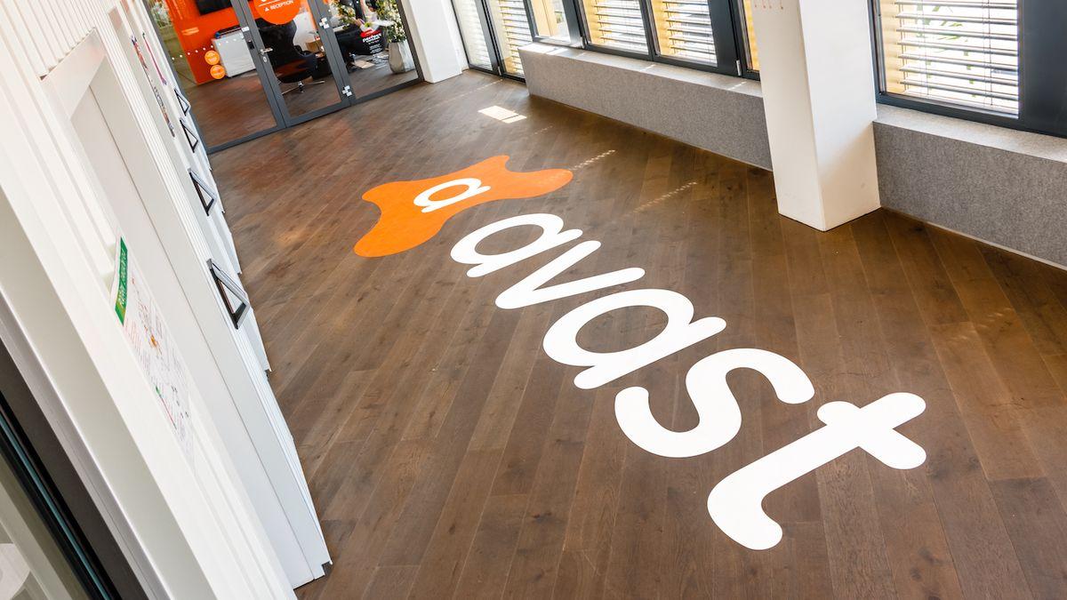 Avast ve čtvrtletí zvýšil zisk o devět procent, tržby od začátku roku se blíží k 15 miliardám