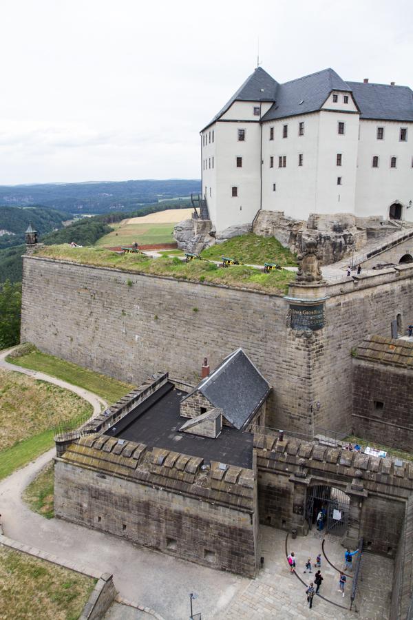 pevnost stojí společnost